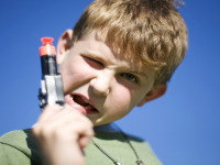 Децата и милитаризираните играчки