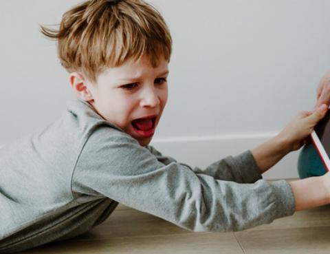 Защо трябва да реагираме адекватно на детското недоволство и гняв?